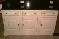 Clive-Christian-Traditional-Kitchen-Furniture-Cabinets